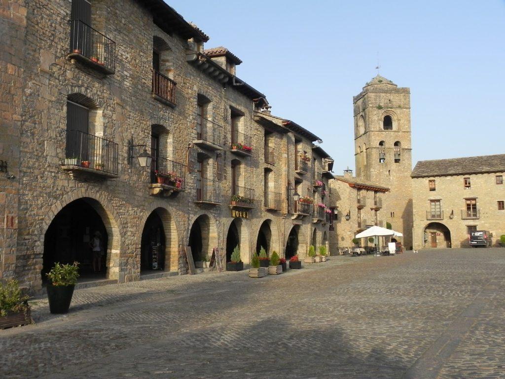 Plaza de Ainsa. Lugares más bonitos de Huesca.